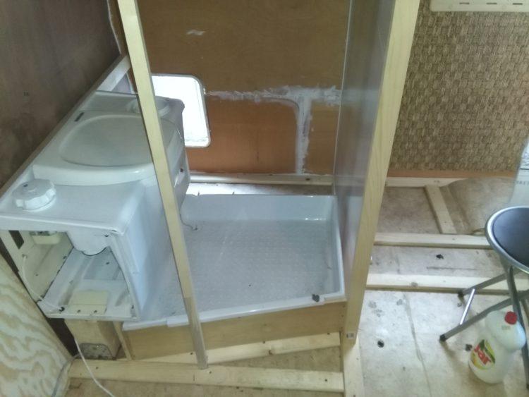 stavba koupelny v obytném autě