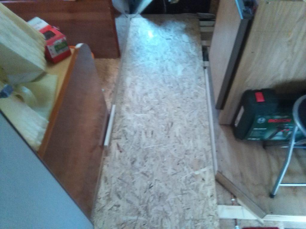 hlavní podlaha je zaklopená