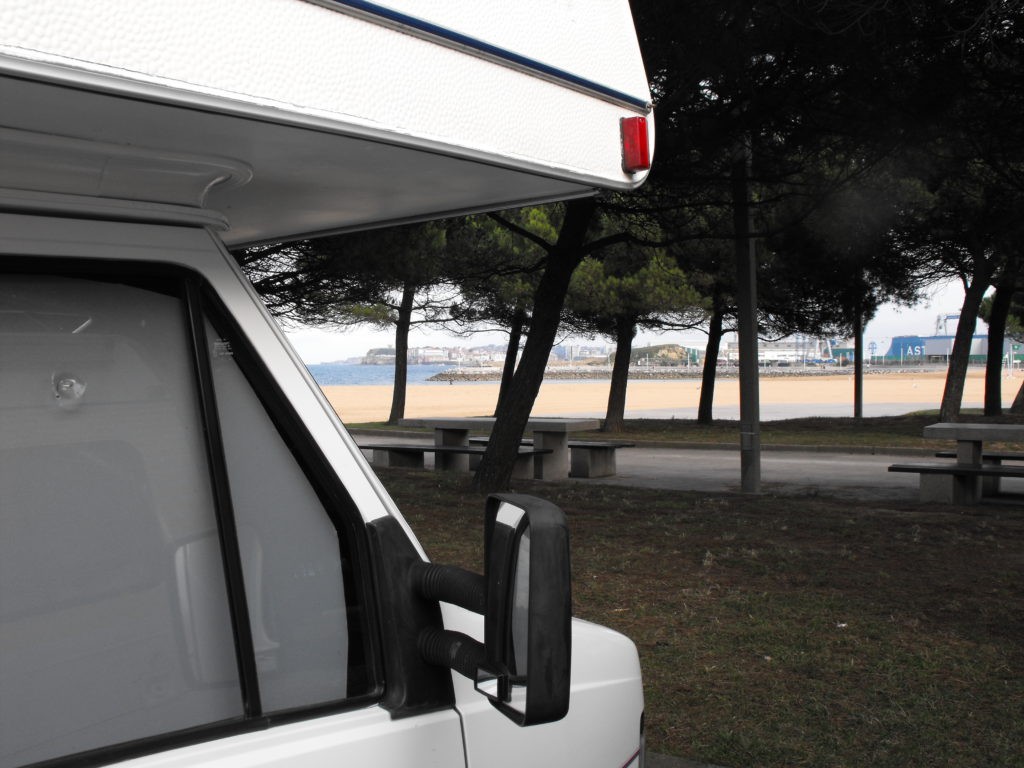 parkování kousek od pláže